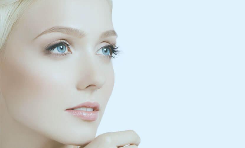 まぶたの裏側から糸を留めてたれ目形成を行います。 裏側(結膜側)から手術を行いますので、表に傷がつきません。 たれ目形成を行うことで、女性らしい優しい雰囲気の目元になります。